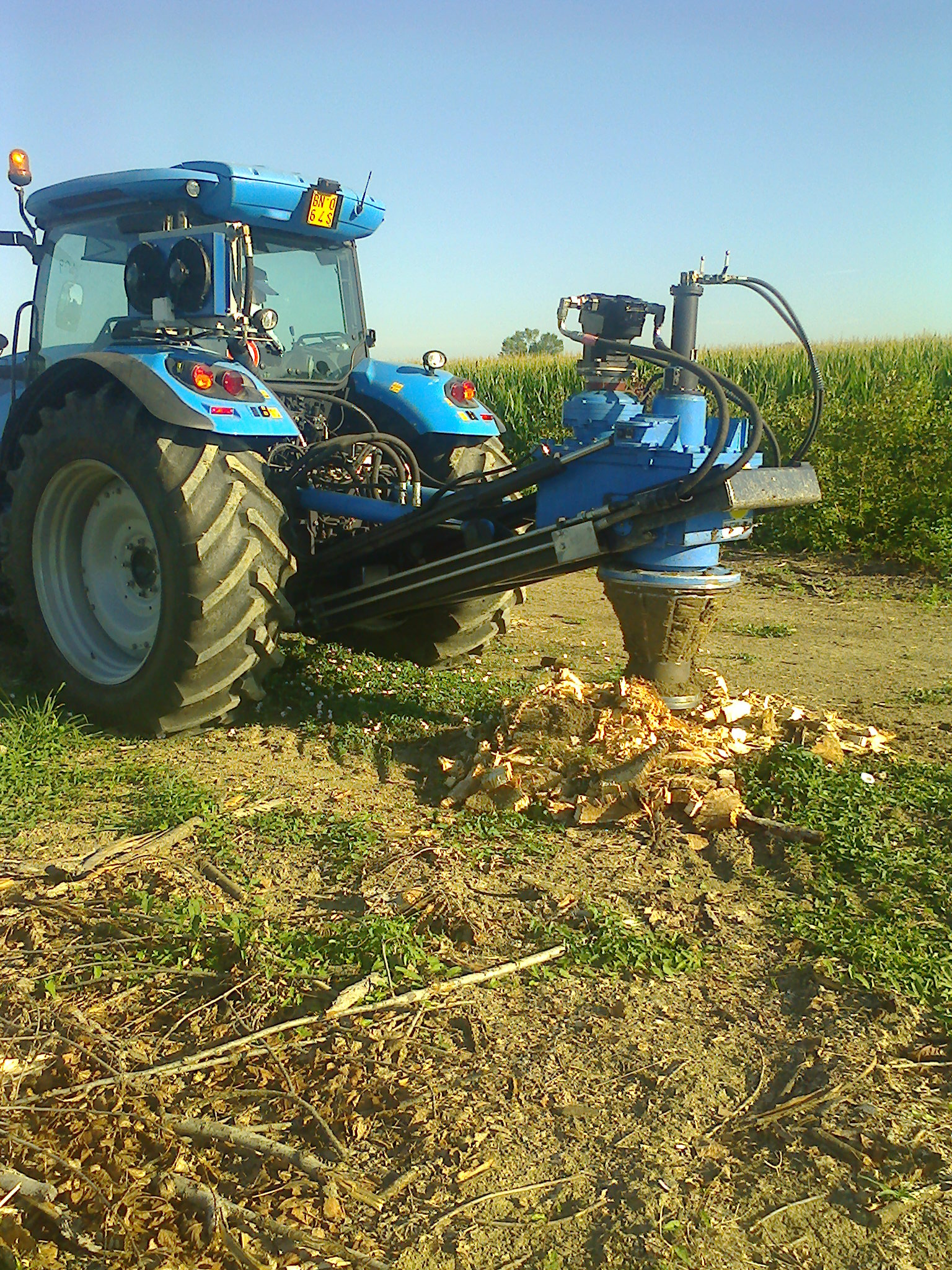 Mechanical stump-remover for tractor