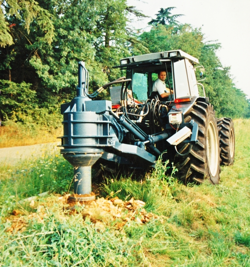 Hydraulic stump-remover for tractor and excavators