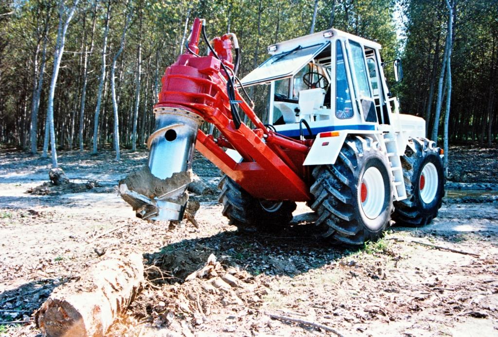 Levaceppi idraulico per trattori